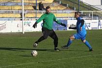 Sobotní utkání na Širůchu, kde se utkali fotbalisté domácího Starého Města (žluté dresy) s Ořechovem, skončil remízou 2:2.