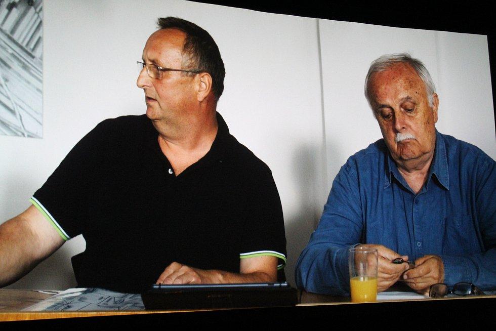 Premiéra filmu Tichý společník v kině Hvězda v Uherském Hradišti. Jan Gogola - vpravo.