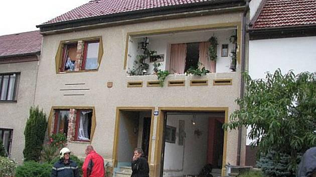 Výbuch plynu v rodinném domku ve Vlčnově napáchal rozsáhlé škody.