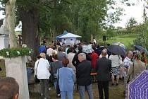U kapličky Panny Marie Sedmibolestné se konal za účasti 250 věřících pátý ročník břestecké pouti.