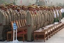 Oporou současného politického systému v Barmě je především armáda.