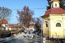 Po osmi měsících bude znovu průjezdný barokní kamenný most přes potok Salaška na Velehradě.