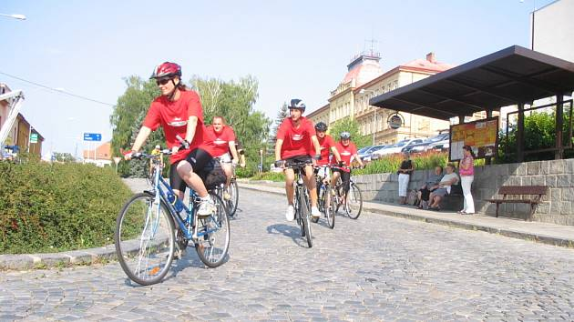 Po startu cyklisté sjížděli centrem Uherského Brodu.