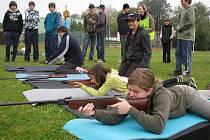 Partyzánského samopalu se zúčastnilo na 200 žáků základní školy.