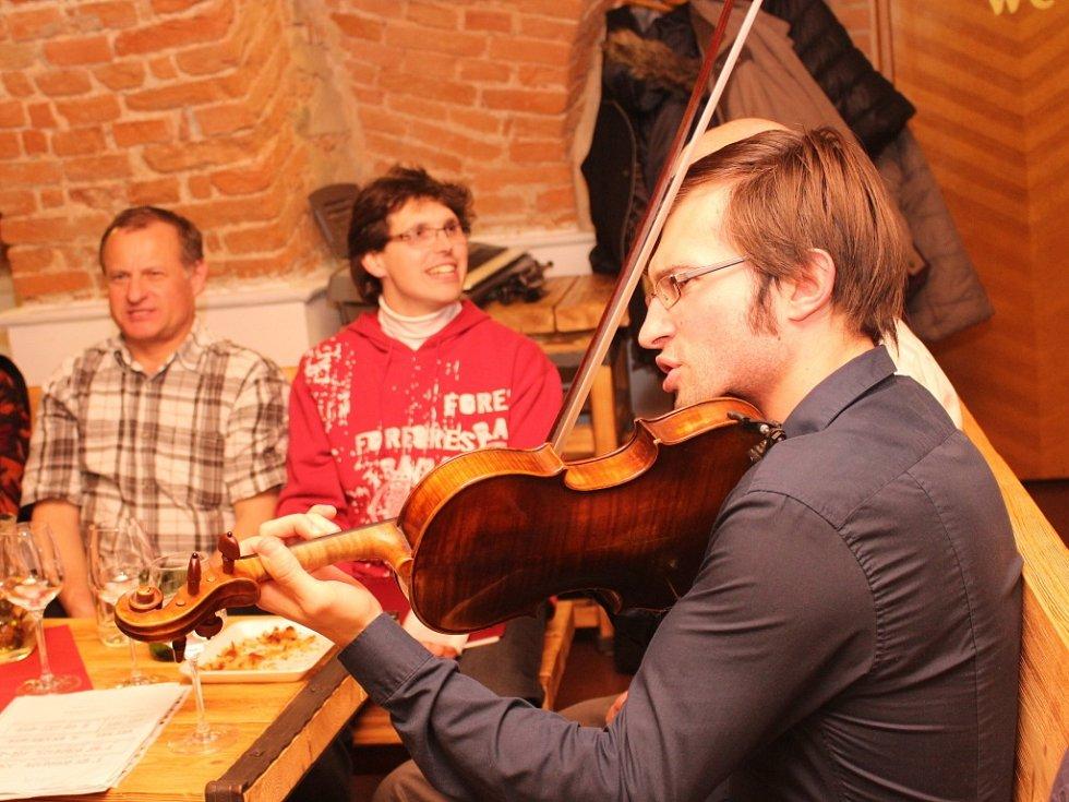 V Galerii slováckých vín zpíval smíšený sbor z Osvětiman.