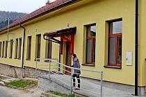 Rekonstrukce obsáhla budovu někdejší školy na Salaši. Nyní září novou fasádou a pohledově pěkně zasahuje do ulice v horní části obce.