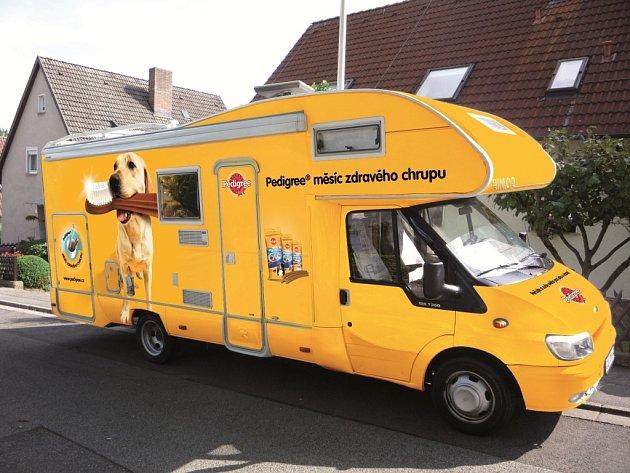 Posádka žlutého Pedigree karavanu. Ilustrační foto.