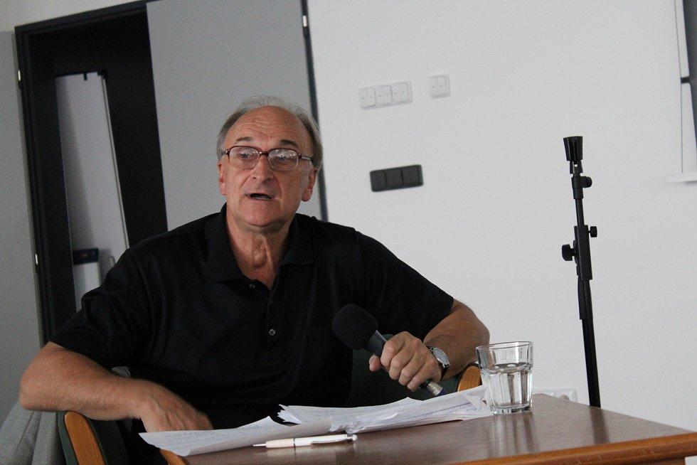 Věroslav Hába přednášel na Letní filmové škole o zrodu filmových hvězd.