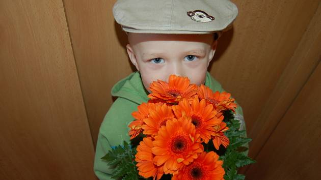 Na svátek maminek nezapomněl dvouletý Matyášek Vystrčil z Bánova.