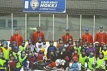 Děti bez rozdílu dovednosti bruslení mají jedinečnou možnost vyzkoušet si zdarma, jaké je to být hokejistou. Stačí k tomu jediné, přijít příští týden na zimní stadion v Uherském Hradišti, Uherském Brodě nebo Uherském Ostrohu, kde se uskuteční akce Pojď hr