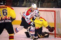 Třetí útočná řada Uh. Hradiště vedená Michalem Andrýskem (č. 15) měla hlavní podíl na snadném postupu hradišťských hokejistů přes Uherský Ostroh.