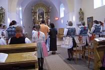 Slavnostní mše v tamním kostele.