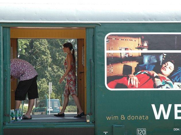 Galerie ve vlaku.