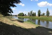 Redaktorka cetovala podél Moravy do Bílovic a dál až do Spytihněvi.