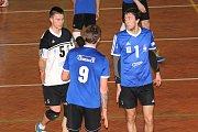 Volejbalisté VSK Staré Město (v modrém) rozehráli čtvrtfinále playoff proti MFF Praha. Po úvodních dvou zápasech je stav série 1:1.