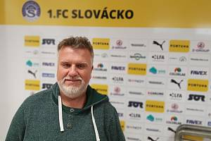 Bývalý trenér Olomouce nebo Sparty Jiří Saňák se přesouvá do Uherského Hradiště. Ve Slovácku povede třetiligové béčko.