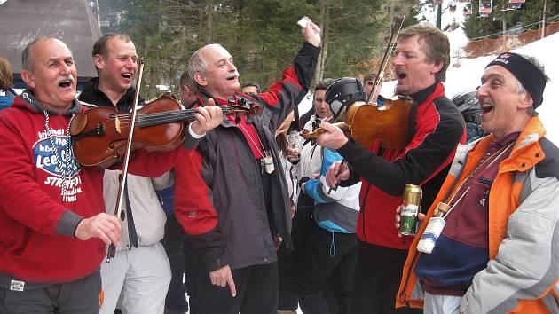 Folkloristé ze Slovácka jezdí do Ponte di Legno lyžovat pravidelně. Někteří tam byli už třináctkrát.