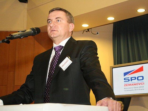 Novým předsedou Strany práv občanů – Zemanovci, se stal Vratislav Mynář
