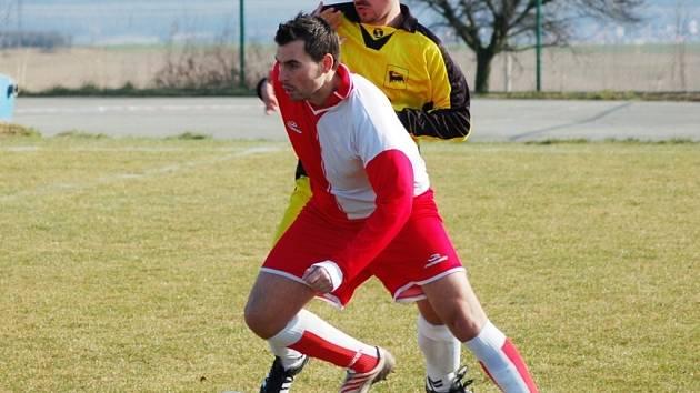 Igor Engler (v popředí) věří, že se střelecky prosadí i v sobotním derby proti Kněžpoli.