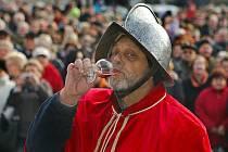 Svatomartinské víno v pátek 11. listopadu žehnali na náměstí v Uherském Hradišti.