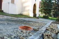 Jedna z plánovaných pěti zastávek turistického okruhu vyrůstá v u kostela Mistra Jana Husa.