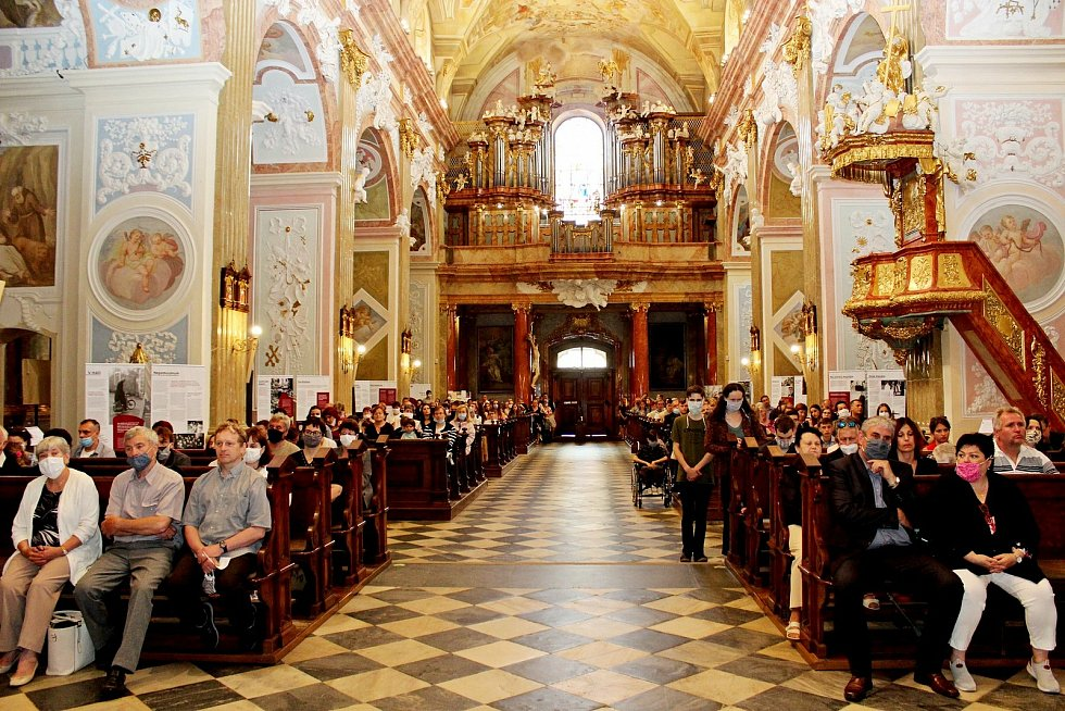 Slavnostní závěr školního roku Stojanova gymnázia Velehrad a předání maturitních vysvědčení se premiérově odehrálo ve velehradské bazilice.