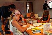 MALÝ KRESLÍŘ. O biblické malůvky se pokoušelo nejedno  dítě.Žádný z výtvorů těch malých autorů ale v koši neskončil