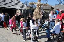 Děti ze souboru Liša představily nastrojenou figurínu divákům.