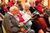 KNIHA A KROJE. Novou knihu Buchlovický kroj v proměnách času představili v Muzeu Podhradí.