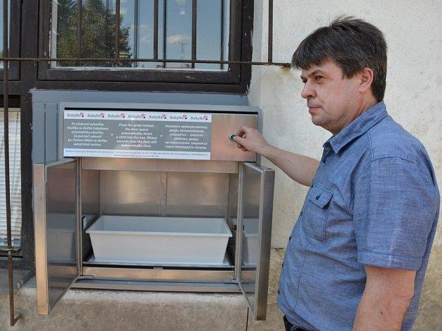 Záchranu odložených novorozeňat spolehlivě zajistí babybox, který má od čtvrtka 15. srpna i hradišťská nemocnice.
