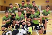 Starší žáci 1.AC Uherský Brod ukazují na gólmana-střelce Ondřeje Daníčka, který v jediném zápase zaznamenal deset branek.