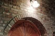 V obci Modrá vznikl za více než dva miliony klenutý dvojsklep, při jehož budování byly použity sto dvacet let staré cihly.