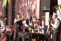 Klezmerská kapela RabiGabi a.G pokřtí své jedinečné CD v sobotu v 16:30 na Slavnostech vína.