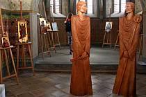 Předlohy soch světců si mohli poutníci prohlédnout vkapli Cyrilka. Jejich originály budou stát na pilířích při vstupu do poutního areálu.