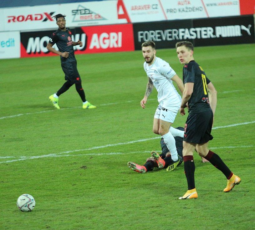 Fotbalisté Slovácka (v bílých dresech) ve šlágru 21. kola FORTUNA:LIGY prohráli se Slavií Praha 2:3.