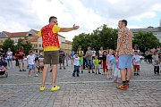 Magic festival 2018 v Uherském Hradišti. Kouzelné náměstí na Masarykově náměstí. Kouzelník Mišuge a Maxi (vlevo)