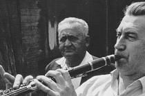 Otakar Otyn Horký (hrající na klarinet) v roce 1972.