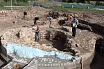 V areálu někdejšího opatského domu východně od velehradské baziliky probíhá záchranný archeologický výzkum.