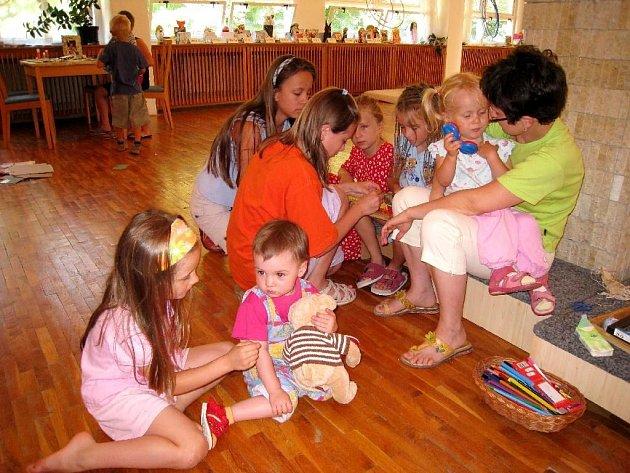Děti v rodinném centru dostanou, díky vánoční sbírce, nové skříňky na hračky.
