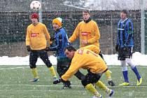 Více než polovina zápasů z plánovaného programu zimních turnajů musela být kvůli přívalům sněhu zrušena.