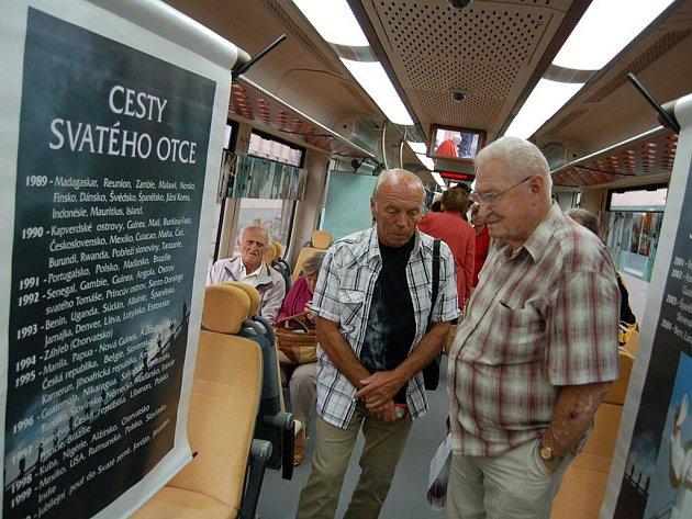 Ve Starém Městě zastavil papežský vlak