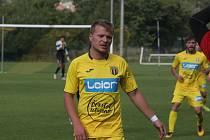 Fotbalisté Strání (žluté dresy) ve 12. kole divize E přivítali vedoucí Přerov.