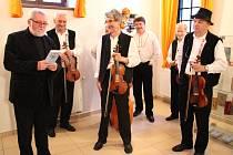 Výstava uměleckých knižních vazeb Fanka Jilíka byla zahájena v pátek 16. května v prostorách Panského dvora v centru Kunovic.