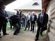 Návštěva prezidenta Miloše Zemana v areálu Archeoskanzenu Modrá