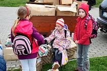V rámci kampaně k nadcházejícímu se Dni Země uspořádala v pátek Základní škola Velehrad ve spolupráci s Lesní správou Buchlovice Lesů České republiky akci s názvem Zelené Chřiby.