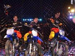 Cirkus Alex.  Jezdci na motocyklech a globus smrti.