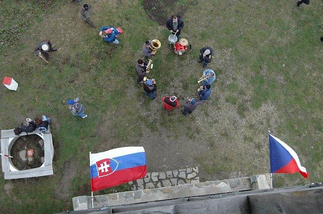 Otevírání rozhledny na Velkém Lopeníku na česko-slovenské hranici.