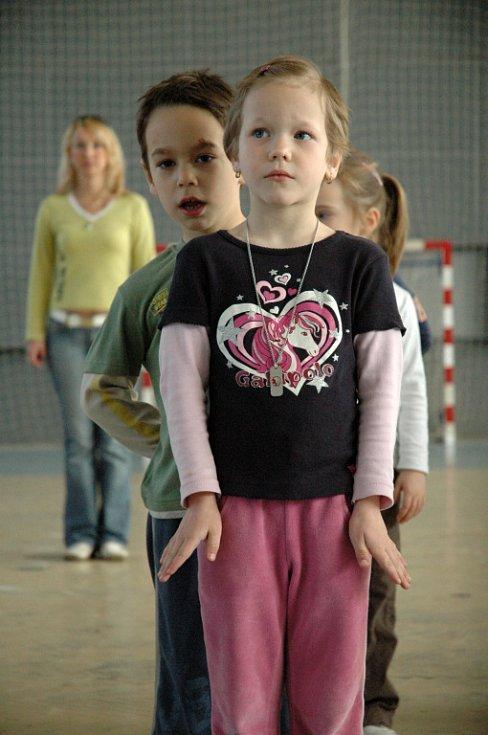 Děti z kunovické mateřské školy nacvičovaly polonézu.