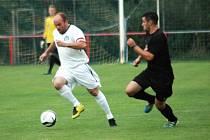 Fotbalisté 1. FC Slovácko C (v bílém) jsou ve formě. Vyhráli i třetí zápas v nové sezoně a jako jeden ze tří týmů se mohou chlubit stoprocentní bilancí.