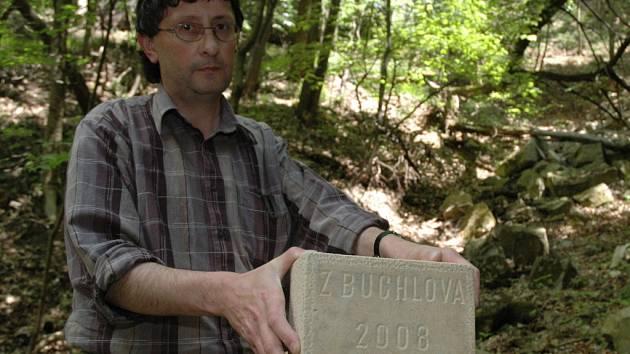 Kámen s nápisem Z Buchlova 2008 je originálním dárkem ke 140. výročí Národního divadla.